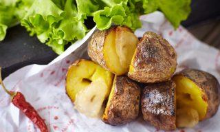 Фирменный картофель с салом на мангале